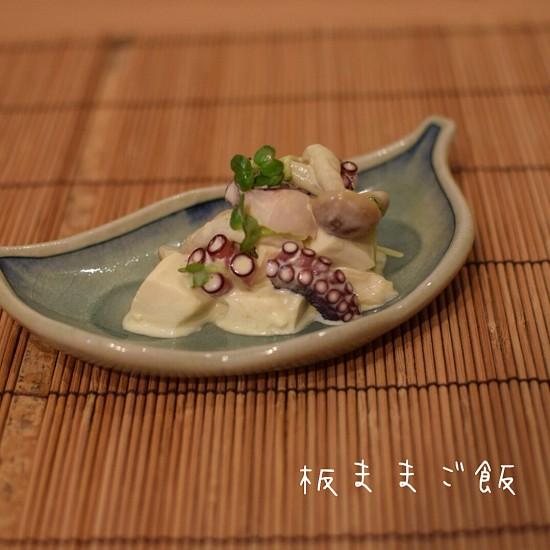 この辛さが癖になる!水切り豆腐とタコのわさびマヨ醤油