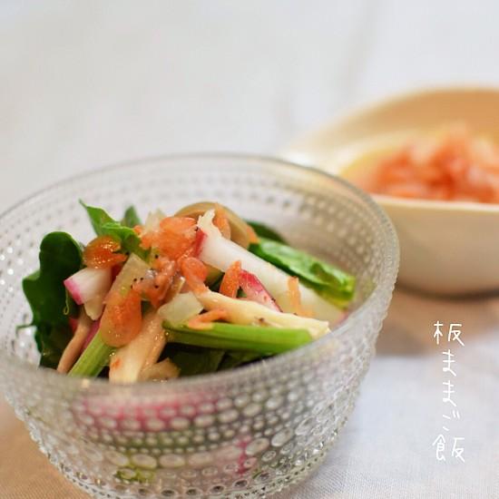 桜えびとあま玉ねぎの、ドレッシングが美味しいほうれん草のサラダ